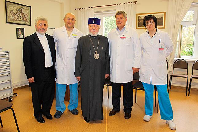 врач священик